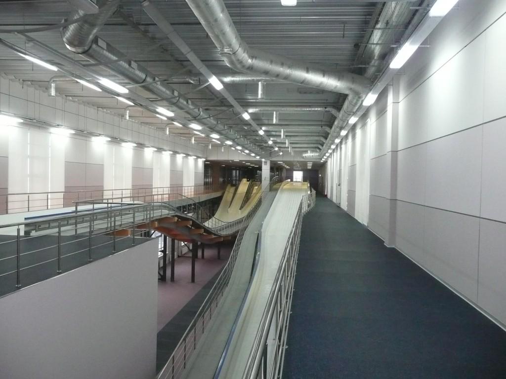 Paramonovo bobsleigh center honco b timents d 39 acier for Interieur bobsleigh
