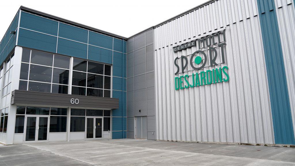 Entrée-extérieure-centre-multisport-iles-de-la-madeleine